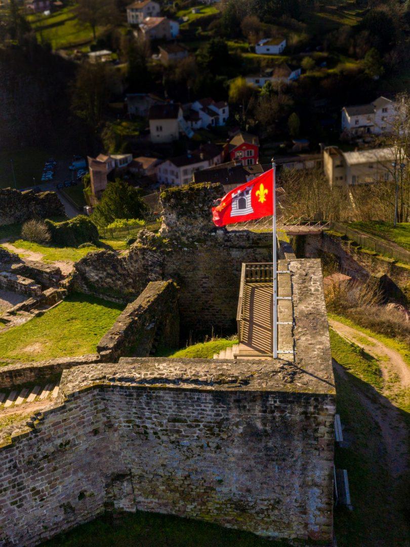 drapeau épinal château d'épinal par drone vosges