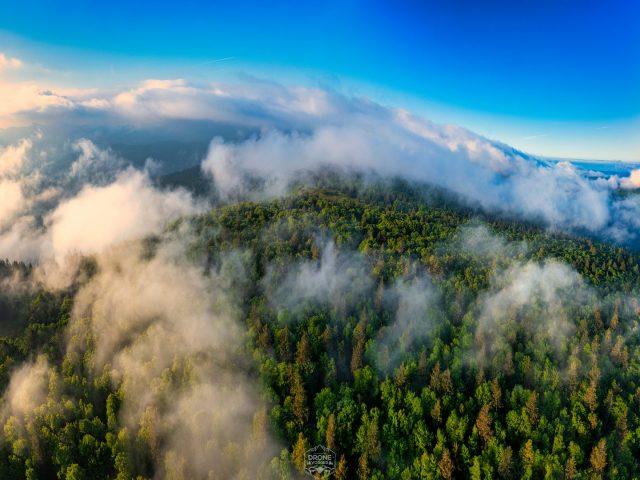Brume matinale lors du lever de soleil au Hohneck dans Les Vosges par Drone Vosges