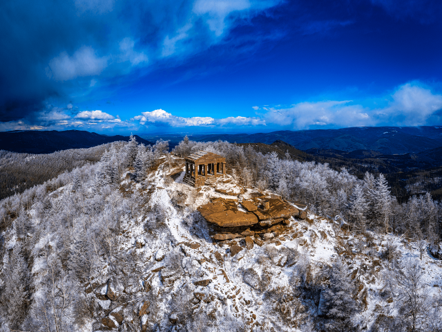 photo aérienne du temple du donon dans Les Vosges par Drone Vosges