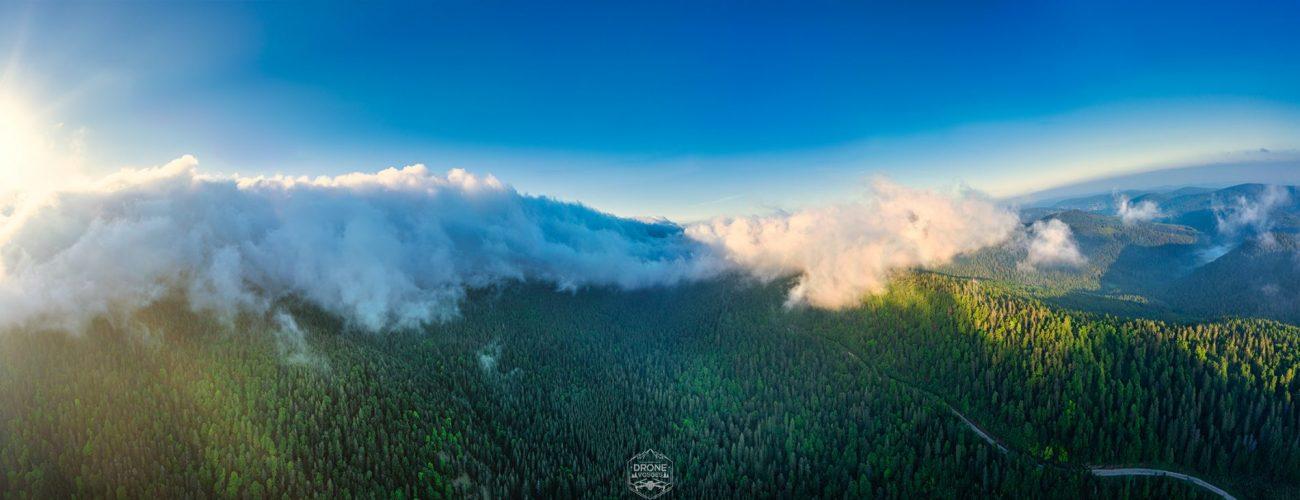 Panorama aérien du lever de soleil dans les hautes-vosges par drone vosges